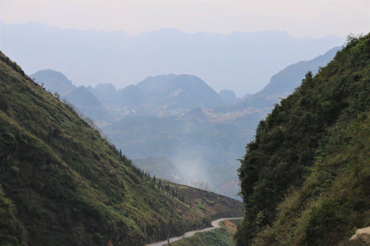 La strada tra Yen Minh e Dong Van nel Vietnam Settentrionale